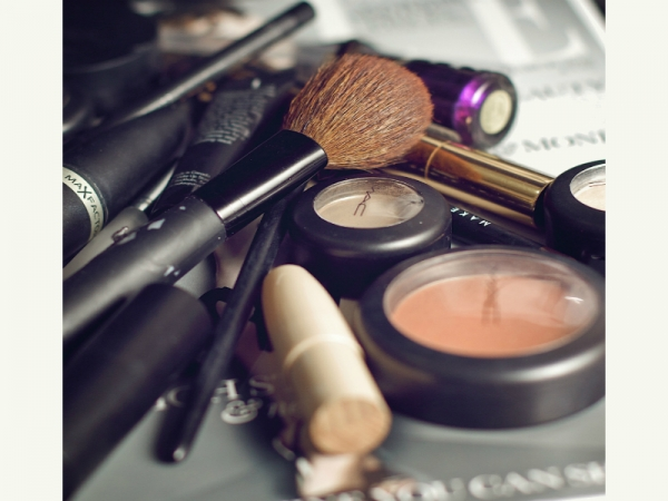 5 Nasty Makeup Infections You Can Get From Cosmetics