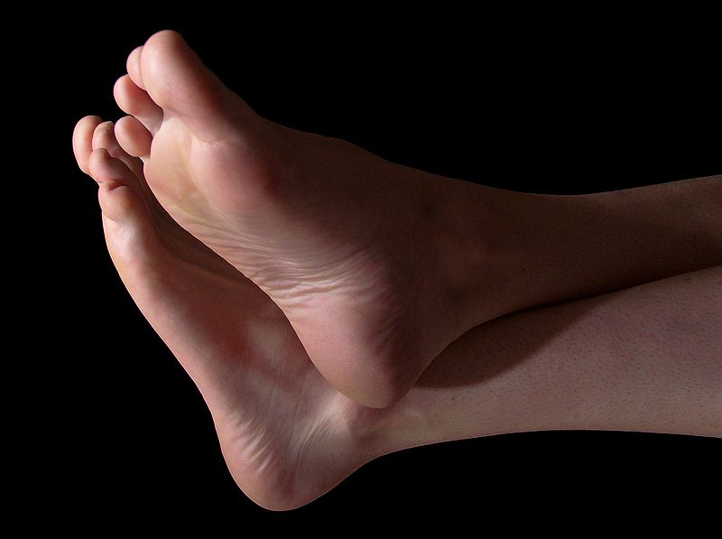 How to Get Younger Looking Feet and Get Rid of Cracks in the Heel